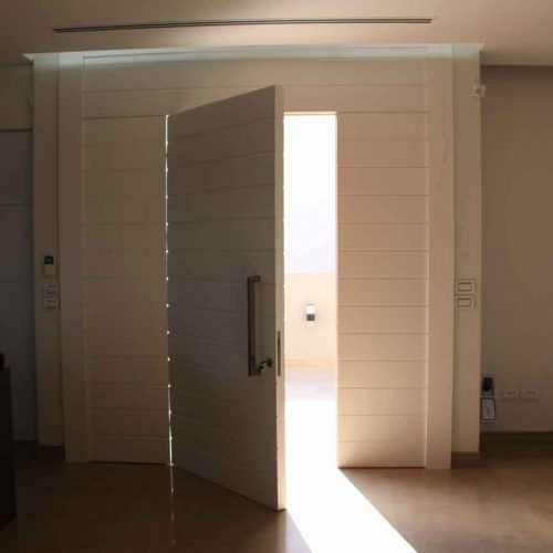 דלת בבית פרטי ביבוא מסין